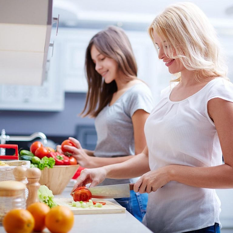 teens eating healthy The 2010 dietary guidelines for americans reports that 32 percent of kids and teens are overweight or obese teens often lack proper nutrition, even if they consume plenty of calories -- or too many.